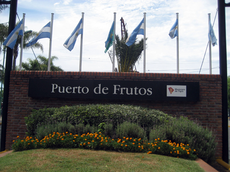 Entrada do Puerto de Frutos
