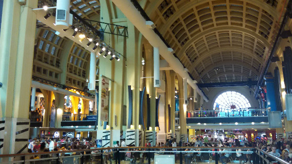 Abasto Shopping lotado...